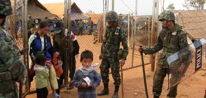 Soldados tailandeses durante a operação de repatriamento
