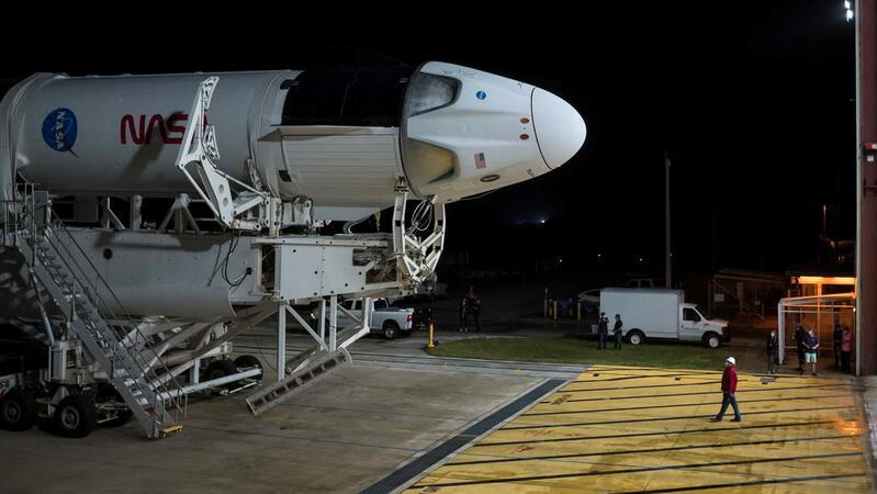 A SpaceX e a NASA estão concluindo os preparativos para a viagem espacial com quatro astronautas