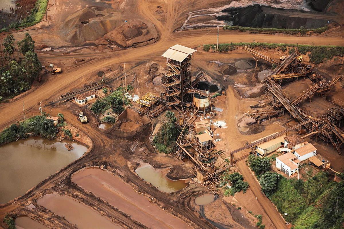 Resultado de imagem para Justiça brasileira detém responsáveis pela barragem que colapsou