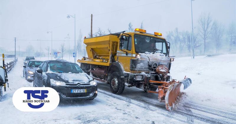 Neve obriga a corte de estradas na Serra da Estrela e Viseu - TSF Online